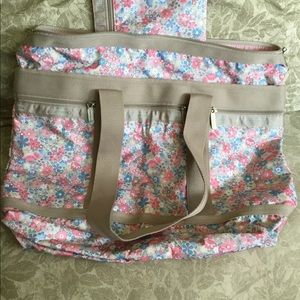 Lesportsac Tote w/pouch included
